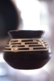 nativepottery_patrickleach_smallvase1